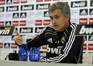Mourinho_habla_rueda_de_prensa_2012_3